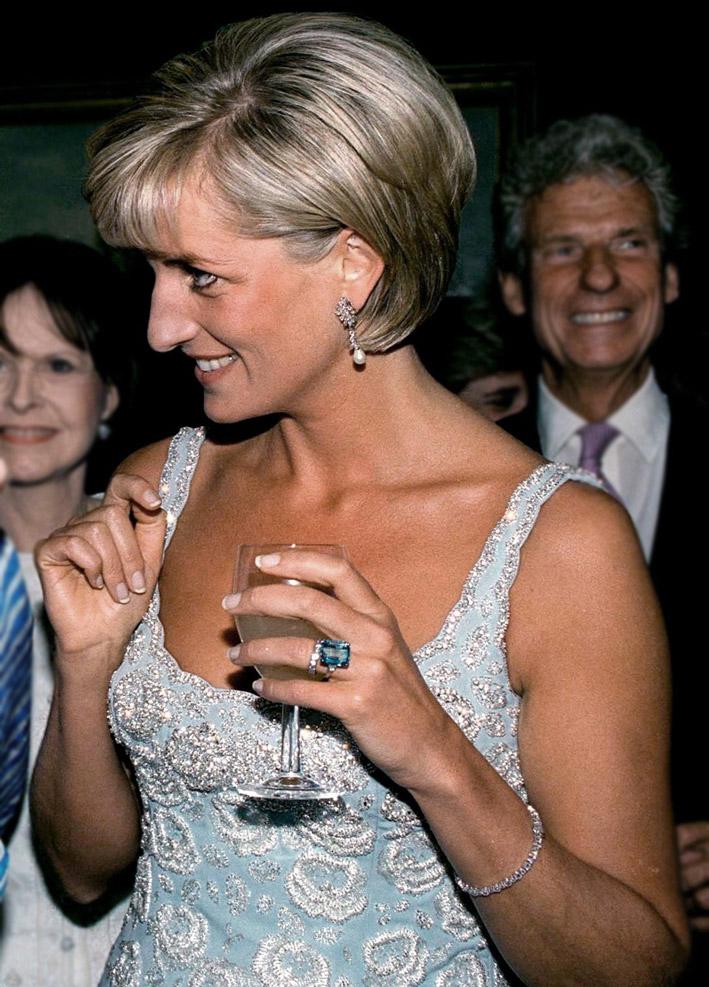 La principessa Diana con l'anello con acquamarina