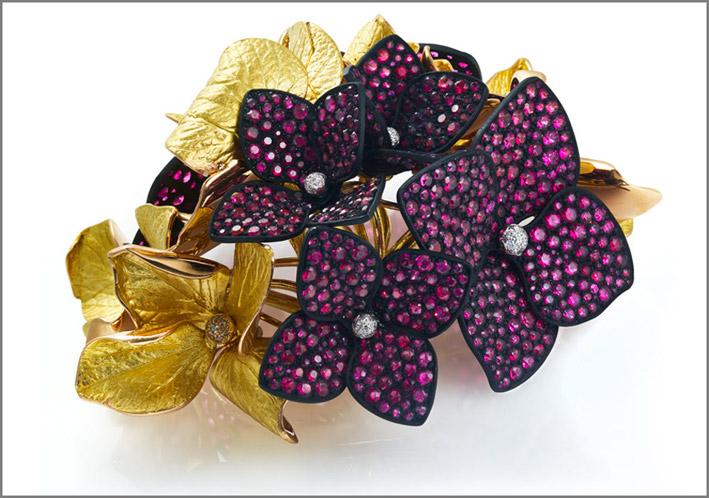 Spilla a forma di fiori di ortensia