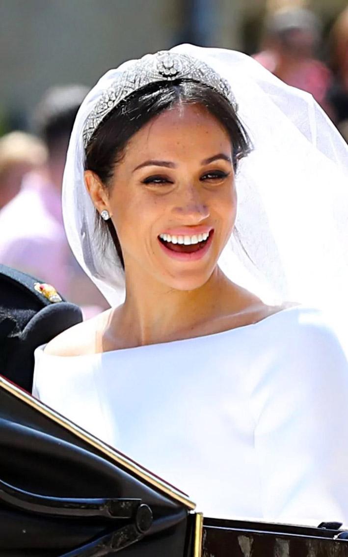 Meghan Markle con orecchini e tiara
