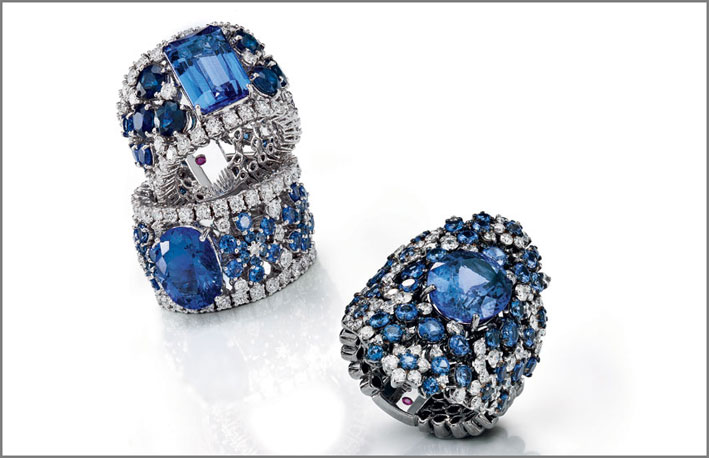 Ring in white gold with diamonds, blue sapphire and tanzanite. Ring in white gold with  diamonds, blue sapphire and tanzanite.- Ring in white gold with  diamonds, blue sapphire and tanzanite