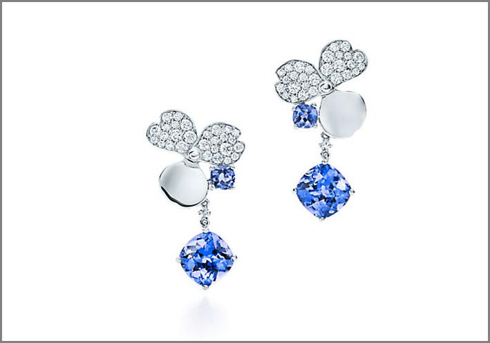 Orecchini con diamanti bianchi e tanzaniti