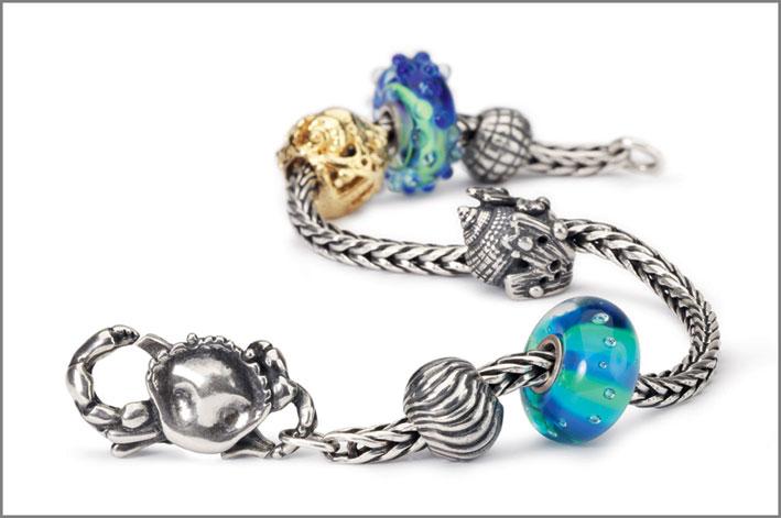 Bracciale con elementi blu