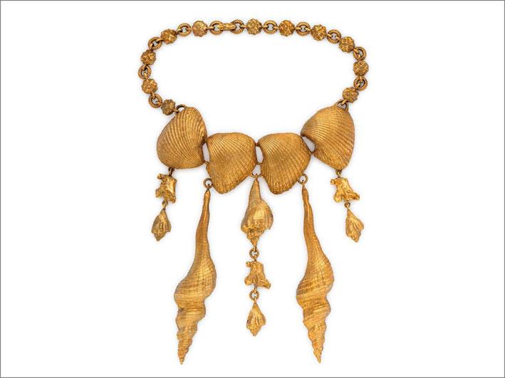Collana in oro di Van Cleef & Arpels con elementi a forma di conchiglia