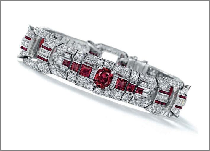 Bracciale firmato Raymond Yard con rubini e diamanti parte della collezione Rockefeller