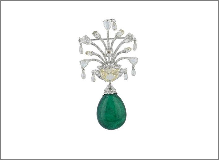 Amrapali, spilla con smeraldo da 50 carati