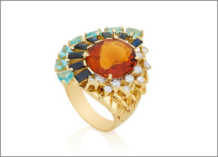 Anello della collezione Magic in oro, zaffiri, diamanti, apatite