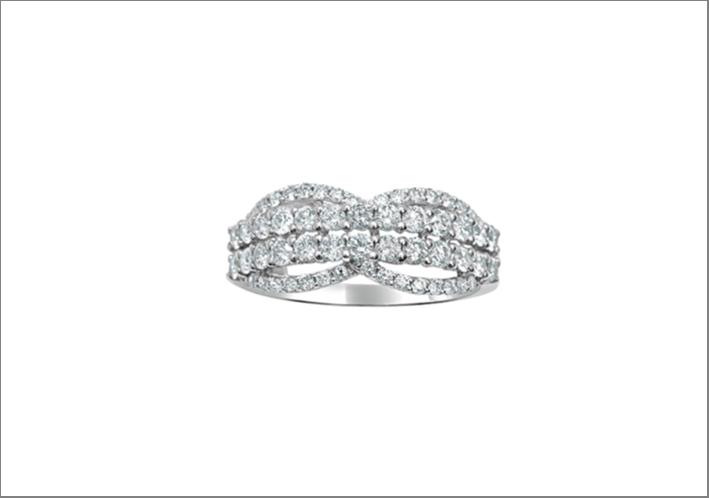 Anello Crossover in oro bianco e diamanti