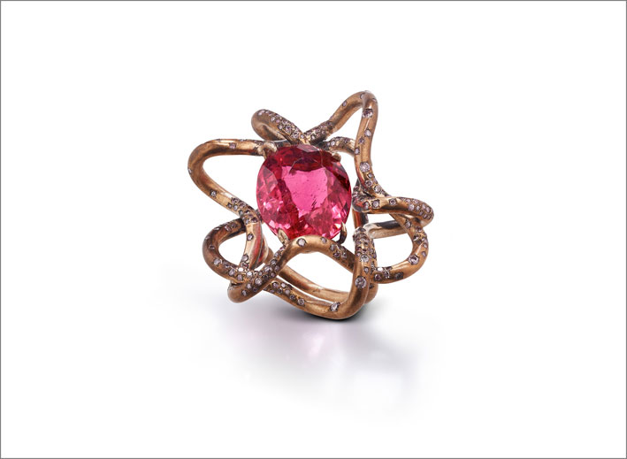 Anello con bronzo, rubellite, diamanti fancy pink light