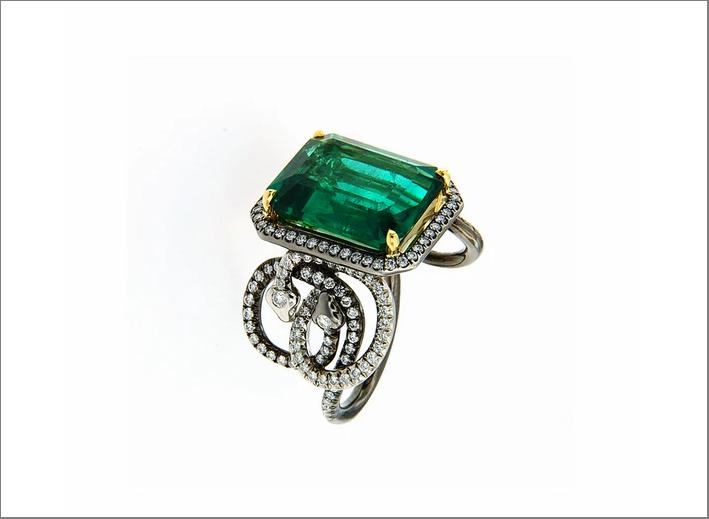 Anello con smeraldo ottagonale di 8,32 carati