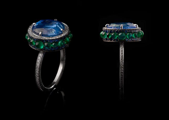Fjord ring, zaffiro di Ceylon, smeraldi, oro bianco