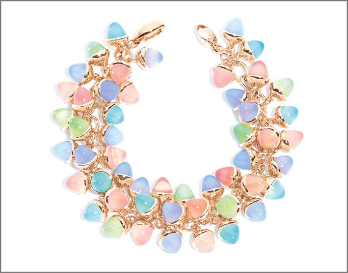 Mikado Flamenco Palm Beach, oro rosa 18 carati, 51 gemme di calcedonio rosa, blu e azzurro, prehnite. Prezzo: 32.990 euro