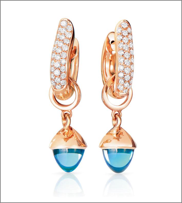 Orecchini Hoops con pavé di diamanti bianchi (a partire da 0.75 ct, € 5.690,00), pendenti Mikado Flamenco, oro rosa 18 carati, topazio azzurro, 950 euro l'uno