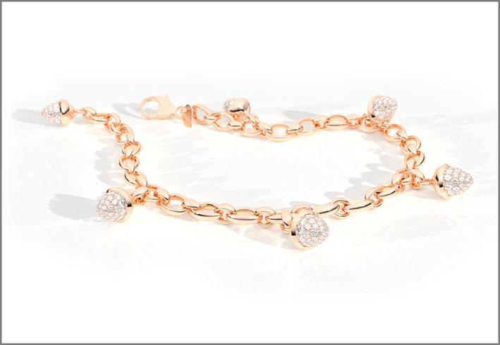 Bracciale Mikado Charm Diamond, oro rosa 18 carati, 6 pendenti con full pavè di diamanti bianchi. Prezzo: 8.990 euro