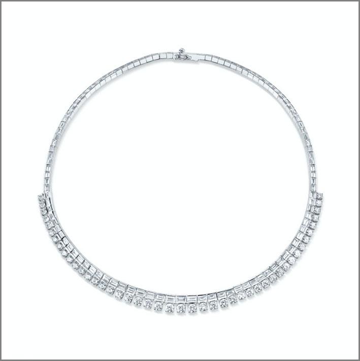 Choker in oro bianco e 6.19 carati di diamanti rotondi, 8,42 carati di diamanti baguette