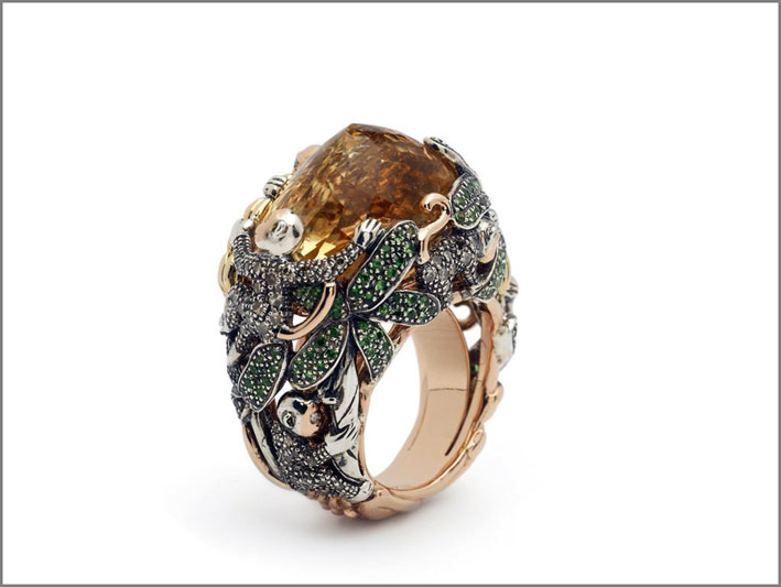 Anello con grande citrino, oro, argento, diamanti brown, tsavoriti