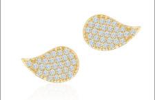 Orecchini con ciondolo in oro e diamanti della collezione Pétale