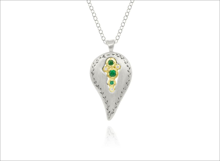 Pendente in in oro giallo, argento, diamanti, smeraldo