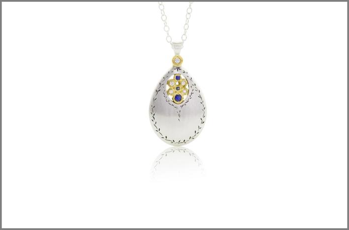 Pendente in in oro giallo, argento, diamanti, zaffiro