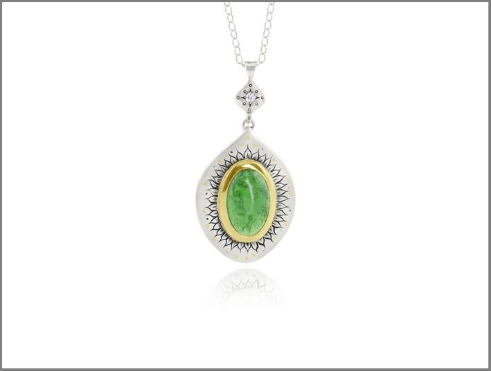 Pendente in in oro giallo, argento, diamanti, tormalina verde
