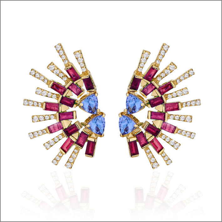 Orecchini in oro, tanzanite, rubini, diamanti