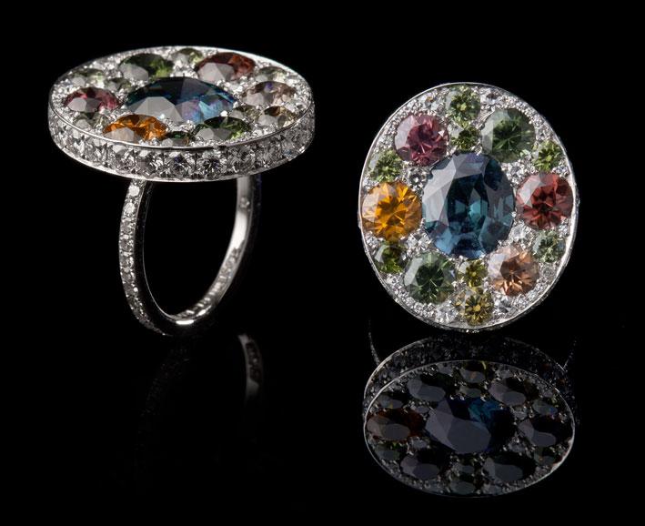 Vitrail ring, zirconi naturali, granati, diamanti, oro bianco