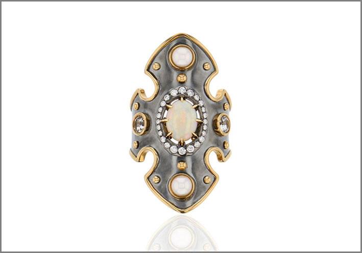 Anello in argento e bordi in oro, due perle Akoya, due topazi, diamanti, opale al centro
