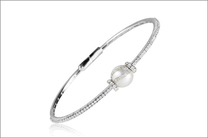Bracciale in oro bianco, diamanti e perla