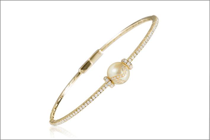Bracciale in oro giallo, diamanti e perla