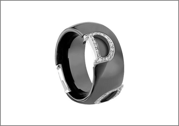 Anello con ceramica nera, oro bianco, diamanti