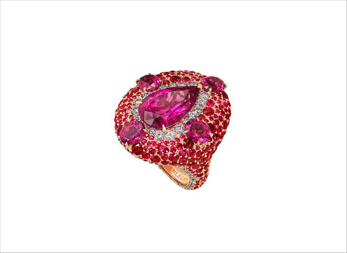 Anello cocktail con rubini
