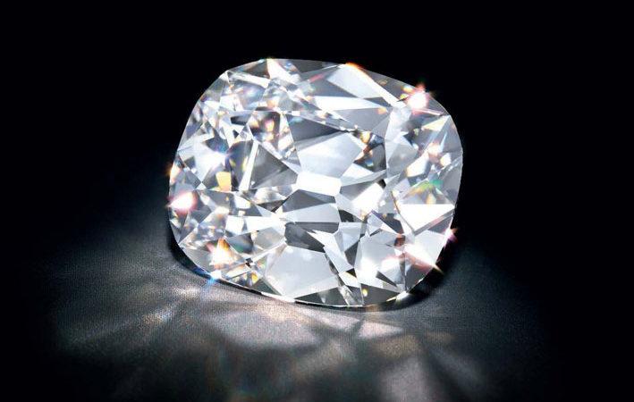 Anello con diamante da 20,47 carati di di tipo IIa. I diamanti di tipo IIa sono il tipo di diamante più chimicamente puro e spesso hanno una trasparenza ottica eccezionale e la massima durezza