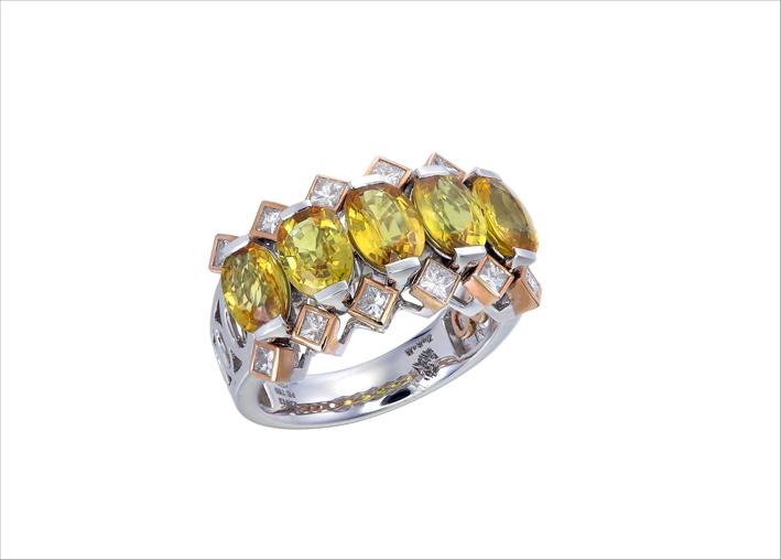 Anello con diamanti e zaffiri gialli