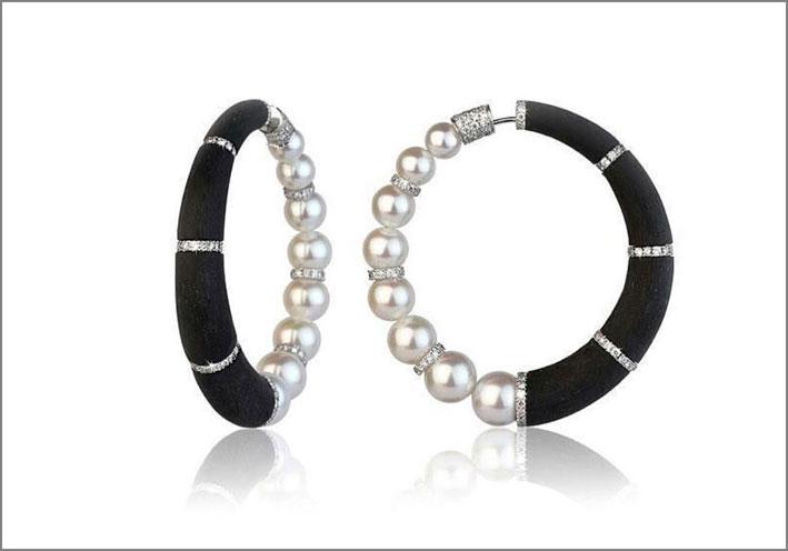 Orecchini Hoops in fibra di carbonio, perle