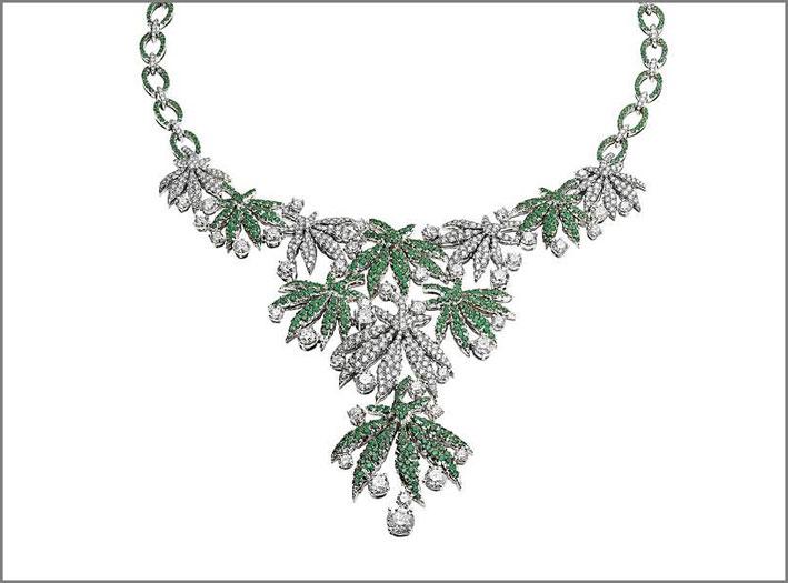 Happy Leaves in oro bianco con 14,63 carati di diamanti e 5,60 carati di smeraldi