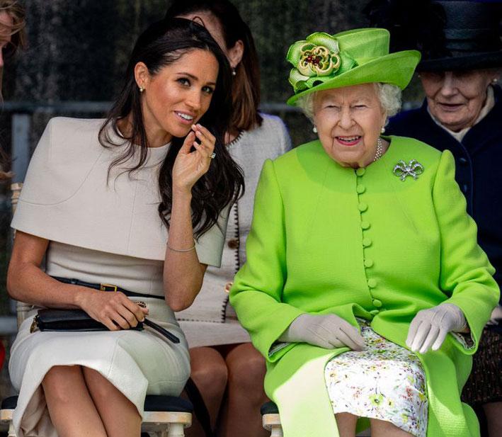 La regina d'Inghilterra con la duchessa del Sussex