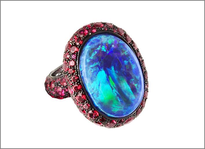 Katherin Jetter, anello con opale nero e spinello