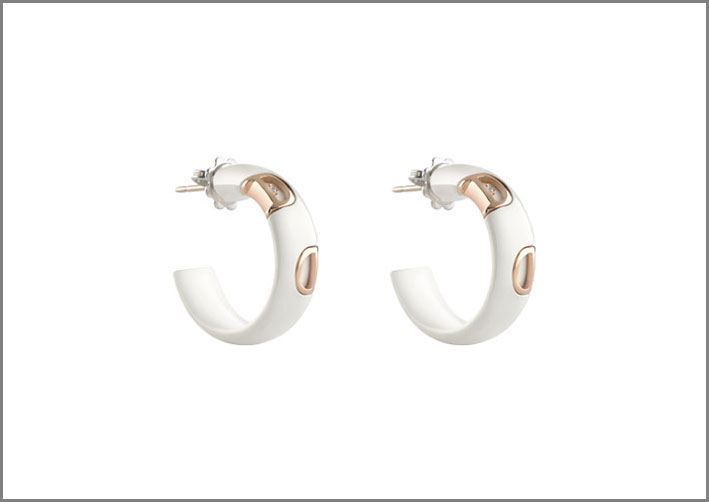 Orecchini in ceramica bianca, oro e diamanti della collezione D.Icon