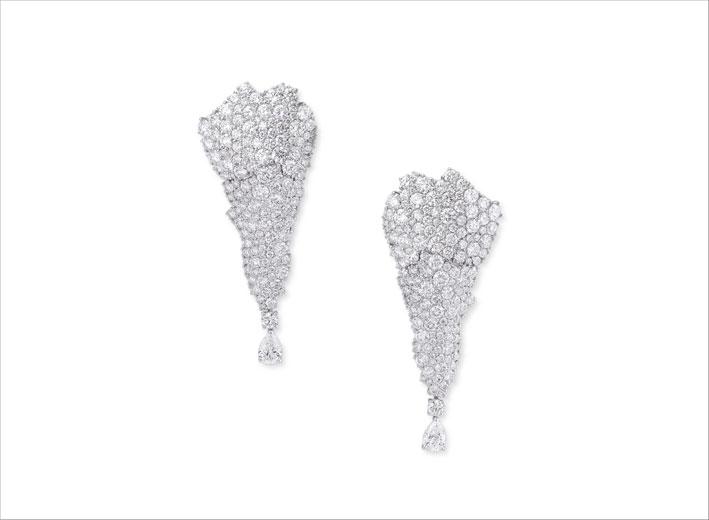 Orecchini pendenti con diamanti