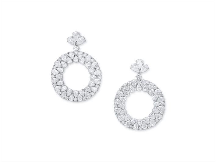 Orecchini a cerchio con diamanti