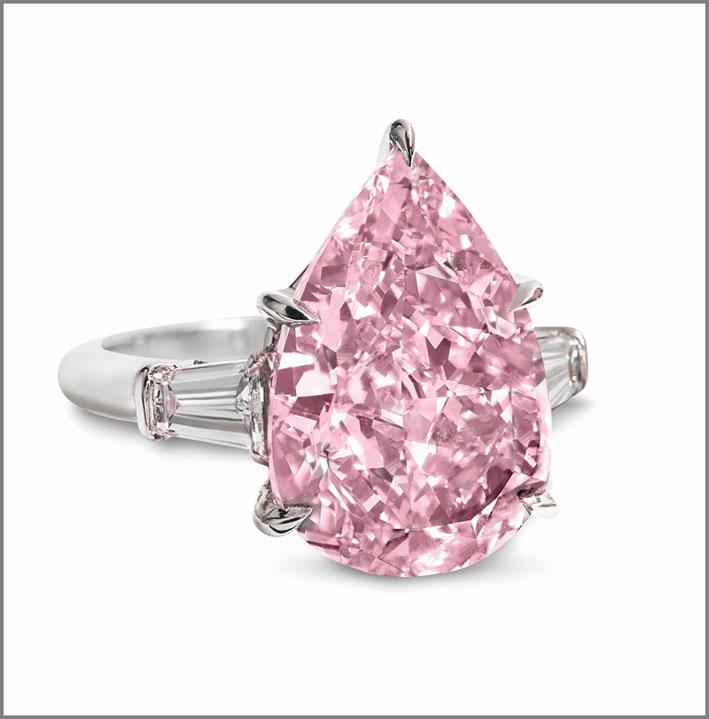 Il pink diamond di 9,14 carati taglio a pera venduto per circa 2 milioni al carato