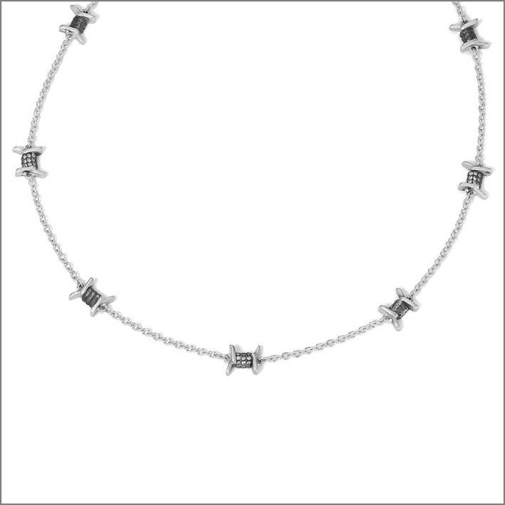 Collana a forma di filo spinato in oro e diamanti