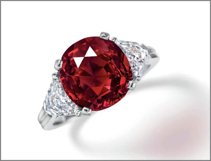 Il Berlin Ruby, anello con rubino di 4,59 carati e diamanti