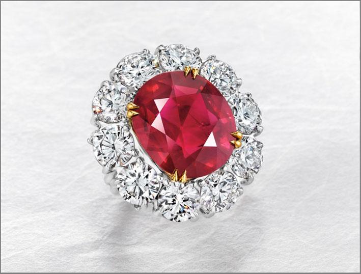 Anello con rubino rosso sangue di piccione di 15.03 carati  montato in un anello con diamanti incolori,  venduto per 12,5 milioni di franchi. È il rubino più costoso mai venduto a Christie's