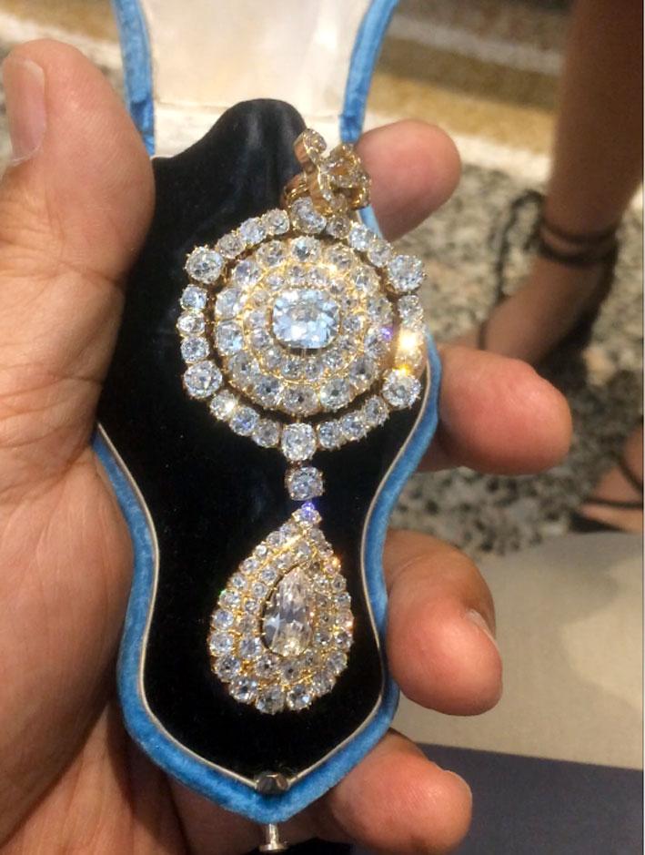 Spilla con pendente in oro giallo e diamanti ricevuta dalla principessa Maria Pia Borbone-Due Sicilie in occasione del suo matrimonio con Roberto I