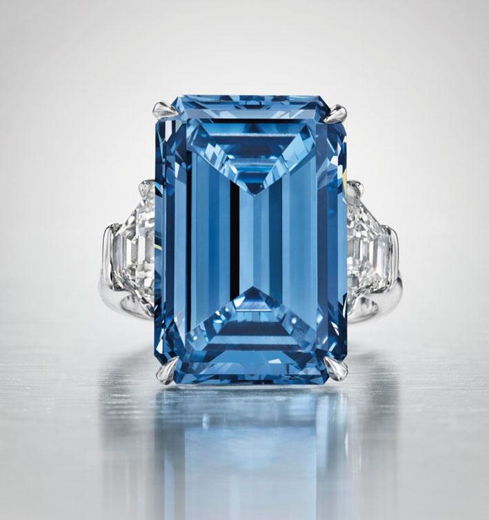 L'Oppenheimer Blue, anello venduto per 56,8 milioni di franchi a Ginevra