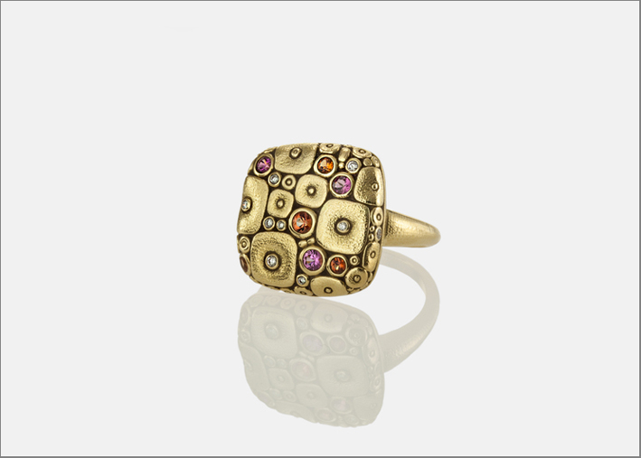 Anello Soft Mosaic in oro 18k, zaffiro e diamanti Alex Sepkus