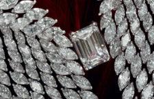 Particolare della collana Collana Bright Falcon