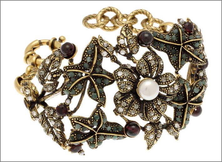 Bracciale a foglie di edera in ottone dorato con decorazioni in smeraldo, Swarovski, perla
