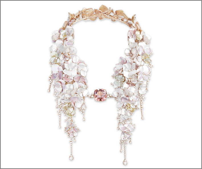 Collana Nuage de Fleurs in oro rosa, tormalina rosa, madreperla e diamanti