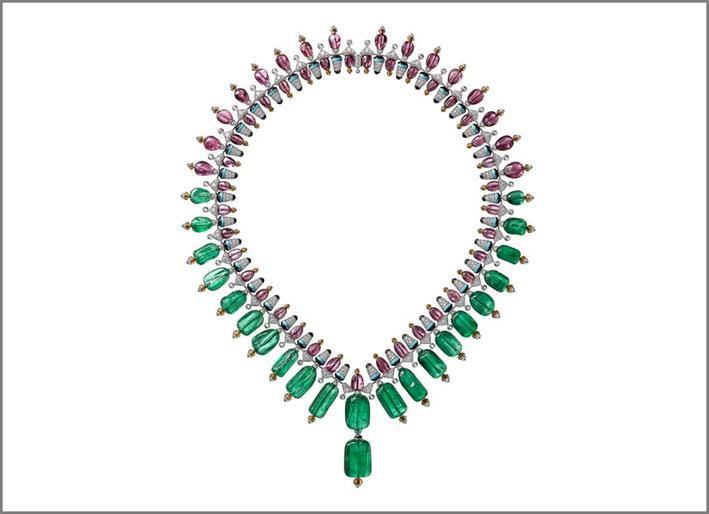 Collana Chromaphonia con 22 smeraldi afgani, spinello, granato mandarino, onice, diamanti